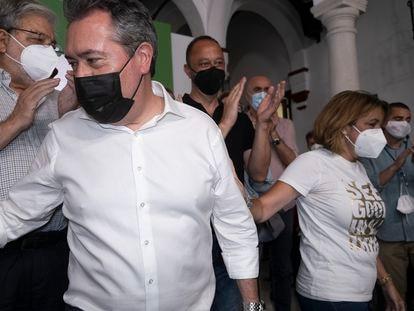 Juan Espadas y Susana Díaz en la sede del PSOE-A, el pasado domingo en Sevilla tras las primarias celebradas en el partido andaluz.