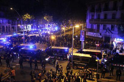 """La """"cápsula"""" que los Mossos organizaron el pasado sábado en la Gran Via de Barcelona."""