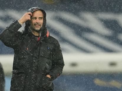 Guardiola durante el último partido del Manchester City.