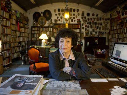 La escritora Luisa Valenzuela, en su casa de Buenos Aires.