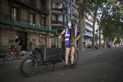 Nuria Soto Aliada, bicimensajera de la cooperativa Mensakas de Barcelona.