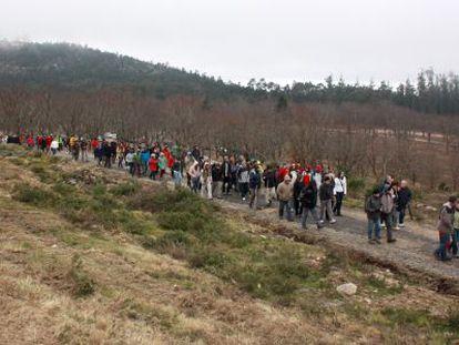 Marcha contra el parque eólico proyectado en Pedras Negras, en el ayuntamiento pontevedrés de Moaña.