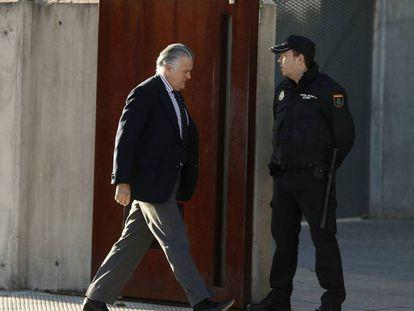 Luis Bárcenas entra en juniio en la sede de la Audiencia Nacional para comparecer por el caso de destrucción de discos duros.