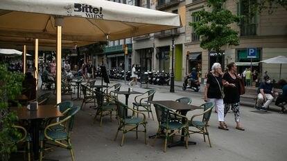 Una terraza vacía este martes en la Rambla Catalunya de Barcelona.