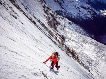 Ueli Steck, escalando en el Annapurna (Nepal).