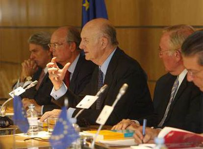 De izquierda a derecha, Eduardo Montes, Ignacio Buqueras, Ricardo Díez Hochleitner, José Luis González y Federico Mayor Zaragoza.