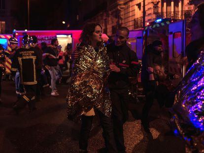 La actriz Noémie Merlant, en el rodaje de 'Un año, una noche', durante la evacuación del Bataclan.