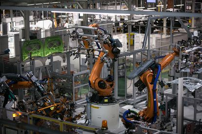 Varios robots trabajan en la fábrica de Seat en Martorell (Barcelona).