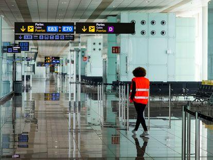 Terminal 1 del aeropuerto de El Prat, en Barcelona, este jueves.