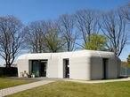 Exterior de la vivienda construida con una impresora 3D en Países Bajos.