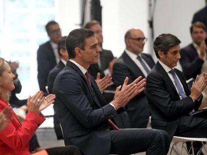 El presidente del Gobierno, Pedro Sánchez (centro), durante la presentación de la Agenda España Digital 2025.