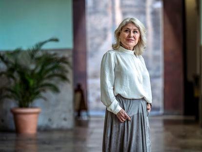 Encarna Cuenca, presidenta del Consejo Escolar del Estado, en el edificio de La Nau, la sede histórica de la Universidad de Valencia.