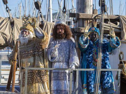 Los Reyes Magos, a su llegada al puerto de Barcelona, en 2020.