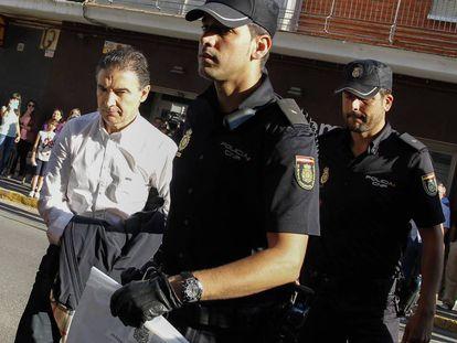 Serafín Castellano, exdelegado del Gobierno en la Comunidad Valenciana, tras ser detenido por integrar la trama del fuego.