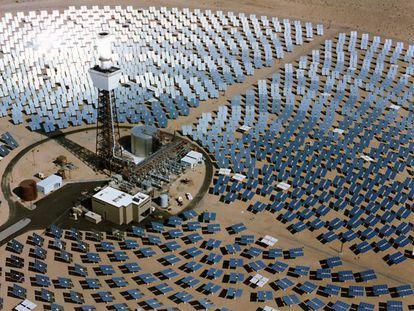 Una central termosolar en el desierto de Mojave, California.