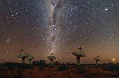 Varias antenas del radiotelescopio con el que se detectó la señal, el australiano ASKAP