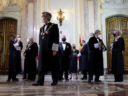 El presidente del Tribunal Supremo y del CGPJ, Carlos Lesmes junto con otros miembros de la judicatura durante la celebración este lunes del acto de apertura del Año Judicial.
