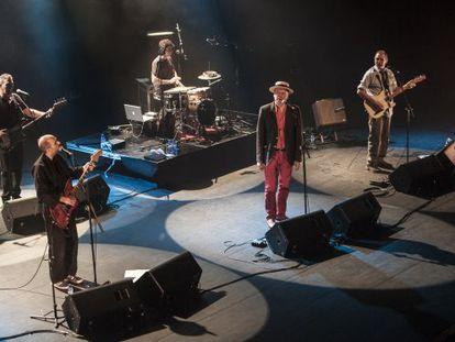Oliver, Sisa y Portet, de izquierda a derecha, en el concierto de anoche.
