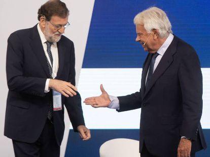 Mariano Rajoy y Felipe González se saludan, el pasado día 4.