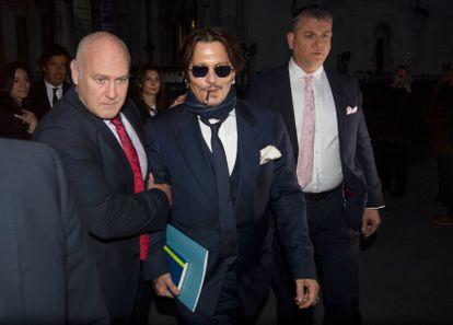 El actor Johnny Depp en Londres el pasado 26 de febrero donde asistió al juicio preliminar que lleva su demanda  contra el tabloide británico 'The Sun'.