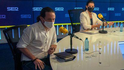 Los candidatos a las pasadas elecciones de la Comunidad de Madrid Pablo Iglesias, de Unidas Podemos, y Rocío Monasterio, de VOX, antes del debate en la sede de la Cadena SER en Madrid.
