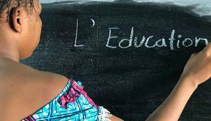 Una niña en su escuela en la República Democrática del Congo.