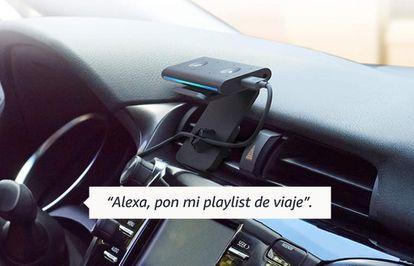 El 'Echo Auto' se fija a las rejillas de ventilación y se escucha a través de los altavoces del coche