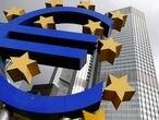FILE PHOTO: A euro logo sculpture stands in Frankfurt October 26, 2014.  REUTERS/Ralph Orlowski/File Photo