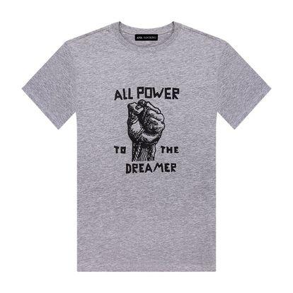 Camiseta bordada de Ana Locking. También está disponible en rosa.