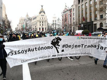 Varios participantes de las manifestaciones de repartidores proautónomos, este miércoles en Madrid.