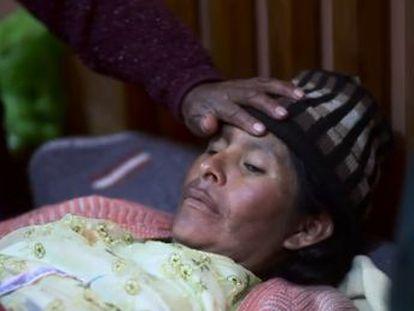 Médicos tradicionales y científicos comparten consultas en un centro de salud del altiplano boliviano