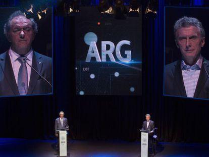 Daniel Scioli y Mauricio Macri, en el debate presidencial en la Facultad de Derecho de la Universidad de Buenos Aires.