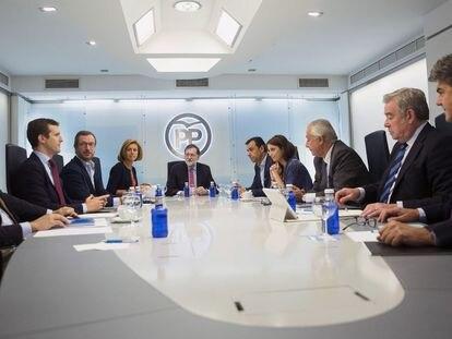 Reunión del comité de dirección del PP en Madrid, en septiembre de 2017. Casado está sentado el segundo por la izquierda.