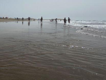 La playa de Maspalomas, en la isla de Gran Canaria, inusualmente vacía a finales del pasado julio.