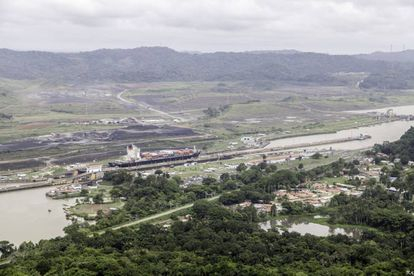 Vista aérea de las obras del canal de Panamá, donde participó FCC.
