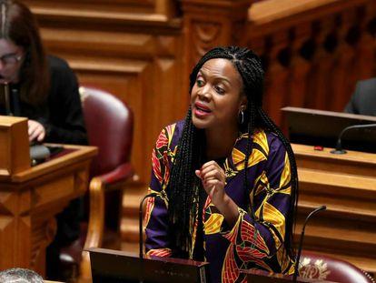 Joacine Katar Moreira, una de las diputadas amenazadas, el pasado octubre en el Parlamento portugués.