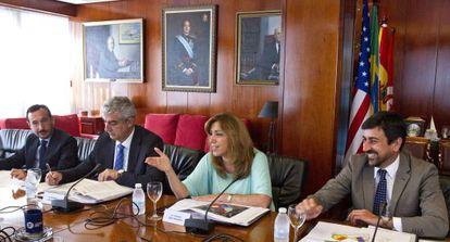 Susana Díaz, ayer, presidiendo en Cádiz la reunión del Consejo Rector del Consorcio Aletas.