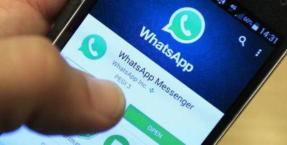 Aplicación de WhatsApp en un smartphone.
