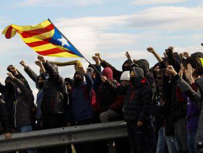 Expertos en la agitación social, los llamados Comités de Defensa de la República han recrudecido sus acciones