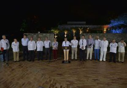El presidente de Colombia, Juan Manuel Santos, interviene en presencia de autoridades y empresarios.