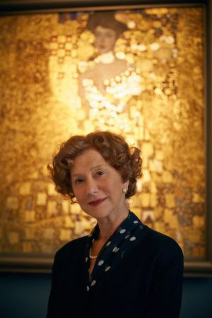 Hellen Mirren, protagonista de La dama de oro, delante del cuadro de Klimt.