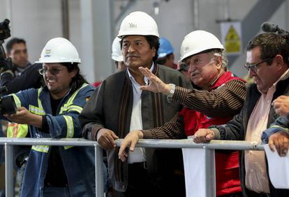 El presidente de Bolivia, Evo Morales, junto al viceministro de Energías, Alberto Echazú el pasado 9 de enero.