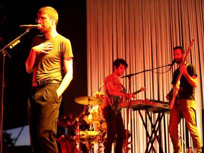 La banda catalana Manel en el concierto durante el festival Abre Madrid, en el Ifema.