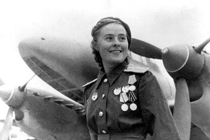 Maisha Dolina, piloto de la fuerza aérea soviética.