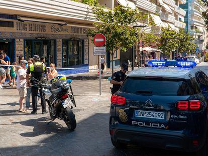 Varios agentes de policía en la zona donde ha sucedido el atropello múltiple.