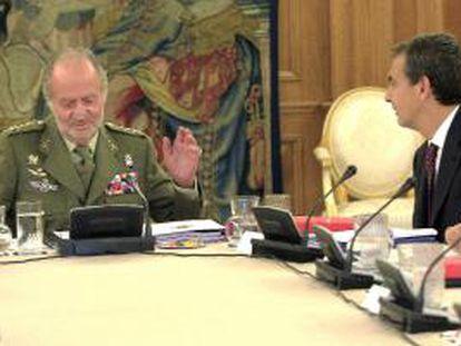 El rey Juan Carlos y Zapatero, hoy en la reunión ordinaria del pleno del Consejo de Defensa Nacional.
