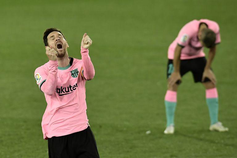Messi se lamenta de una ocasión fallada frente al Alavés.