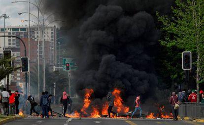 Una barricada levantada durante las protestas de octubre en Chile.