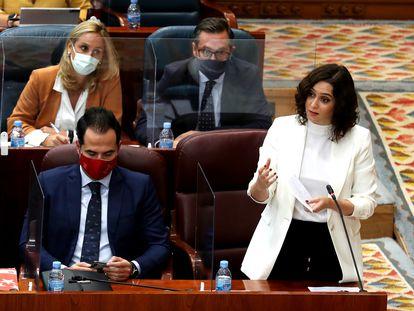La presidenta de la Comunidad de Madrid, Isabel Diaz Ayuso, en un pleno de la Asamblea.