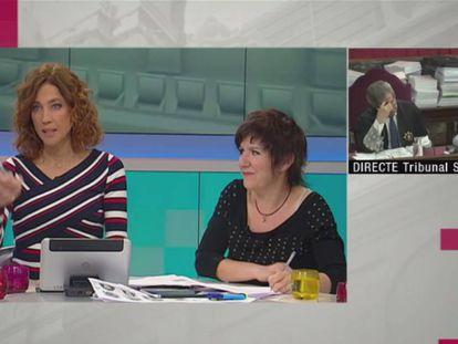 La presentadora Helena García Melero (izquierda) y la escritora Empar Moliner, en el programa 'Tot es Mou'.